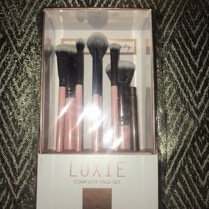 Luxie- Makeup Brushes - complete face set